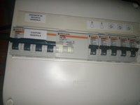 tableau_secandaire_combles_avec_disjoncteur_divisionnaire_et_protection.jpg