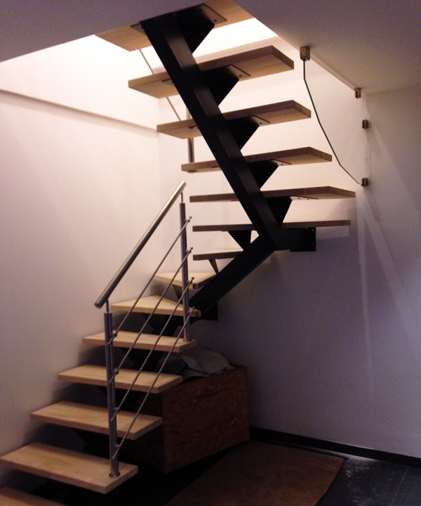 - Escalier-limon-central-2-quarts-tournants.jpg