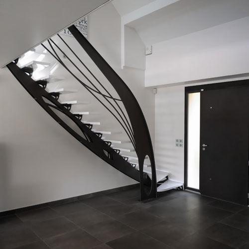 - escaliers-quart-tournants-limons-centraux-design-original-61870-4297779 copie.jpg